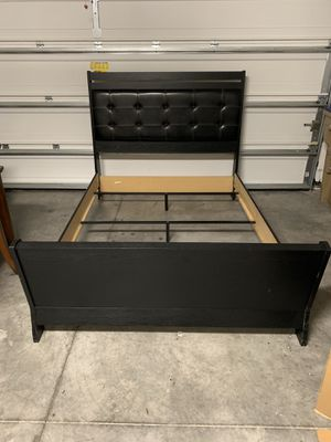 black queen bed frame for Sale in Kissimmee, FL