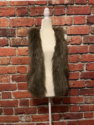 Divided by H&M faux fur vest size 4 (has a clasp to close the vest in the middle) for Sale in Snohomish, WA
