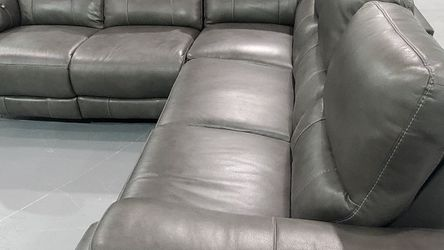 New Rizzo Heights Grey Leather Sectional With Cosmetic Blemishes for Sale in Royal Oak,  MI