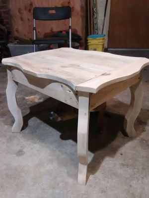Custom pallet tables, entry/sofa table, benches, chairs... for Sale in Visalia, CA