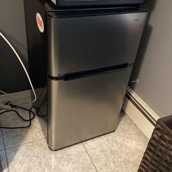 Haier Mini Fridge/freezer Combo for Sale in Hicksville,  NY