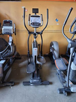 Nordictrack Professional Elliptical 945CE with motorized incline for Sale in Las Vegas, NV