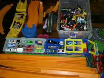 Hot Wheels Tracks ,miscellaneous cars and trucks, plus carrying case for Sale in Huntington Beach,  CA