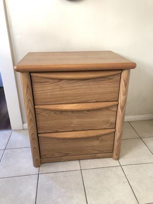 Small dresser for Sale in Long Beach, CA