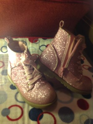 Girls size 8 like new boots for Sale in Louisville, KY