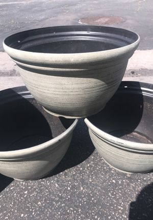 (Flower pots ) 3 for 5$ for Sale in Carson, CA