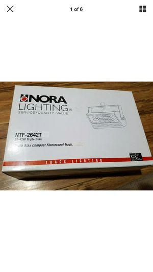 Nora NTF-2642T 26-42w triple biax track light fixture (NO Bulb) New silver for Sale in Hawthorne, CA