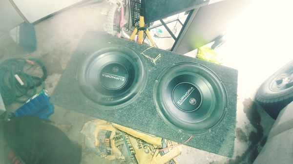 "10"" speakers and a 1200 w Kicker amp"
