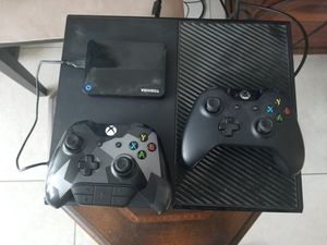 Xbox one 500gb with 2tb external HD and more for Sale in Miami, FL