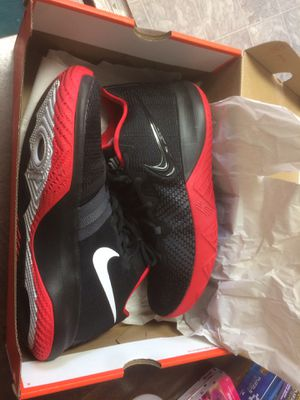 Nike kyrie Irving flytraps for Sale in Bloomington, IL