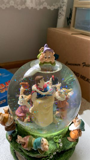 Collectible Disney: Snow White and the Seven Dwarfs Musical Water Globe for Sale in Chippewa Falls, WI