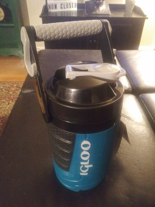 IGLOO 1 Quart Thermo Beverage Cooler