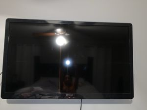 50 inch tv with wall mount and remote ! for Sale in Dallas, TX