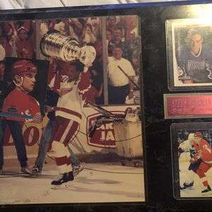 Steve Yzerman Plaque With Extra Cards for Sale in Grand Blanc, MI