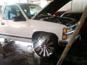 99 chevy suburban 5.000 for Sale in San Gabriel, CA