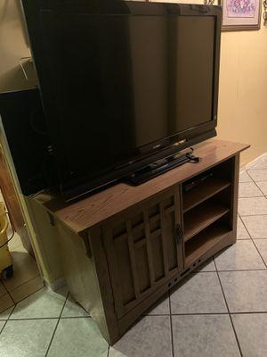 Televisión por 70 y centro de entretenimiento por 45 o 100 por los dos for Sale in Laveen Village, AZ