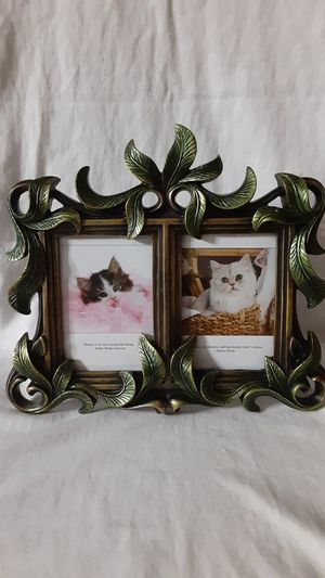GREEN LEAF DOUBLE PICTURE FRAME for Sale in Golden Oak, FL