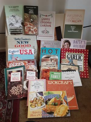 23 vintage and modern COOKBOOKS. , $ 5.00 each or all for 50.00 for Sale in Chula Vista, CA