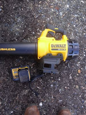 Dewalt leaf blower with 5amp hour battery and charger for Sale in Plymouth, CT