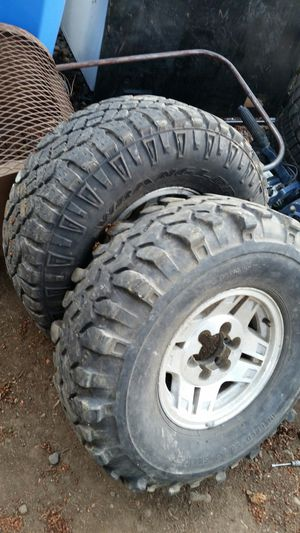 33x12.5-15LT Goodyear wrangler and Interco Super Swamper tires on wheels for Sale in Vancouver, WA