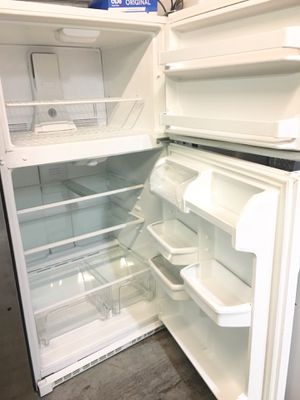 """Top freezer white 21cuft kenmore refrigerator 33inch wide X 66""""h for Sale in Huntington Beach, CA"""
