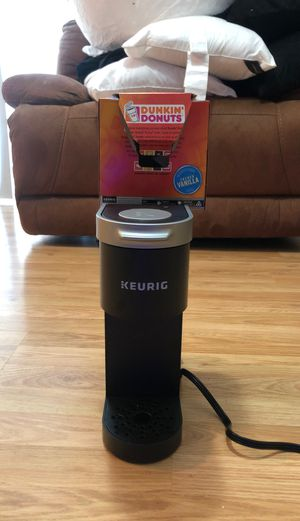 Keurig with Dunkin coffee for Sale in Winter Springs, FL