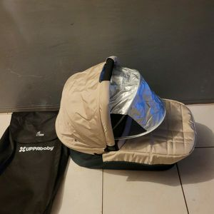 GREAT CONDITION UPPABABY PORTABLE BASSINET for Sale in Miami, FL