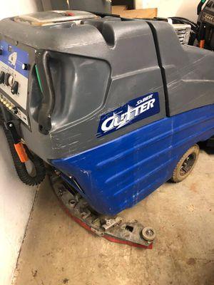 """WINDSOR SABER CUTTER Floor Scrubber 32"""" for Sale in Framingham, MA"""