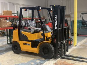 Hyundai 25L-7A Forklift for Sale in Pine Castle, FL