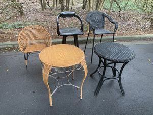 TABLES AND CHAIRS (READ DESCRIPTION) for Sale in Snellville, GA