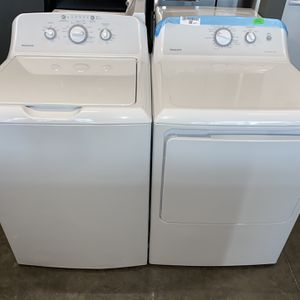 NEW HOT POINT WASHER DRYER ELECTRIC SET OPEN BOX for Sale in Vancouver, WA