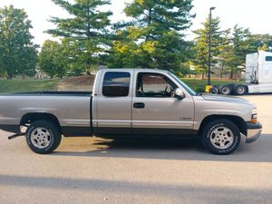 2000 Chevy Silverado LS 2WD for Sale in Columbus, OH