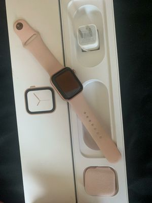 Apple watch series 4 40mm for Sale in San Diego, CA