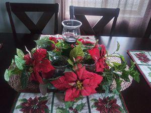 Arreglo muy bonito para una mesa de Centro decoración navideña está nuevo es De home interior for Sale in El Monte, CA