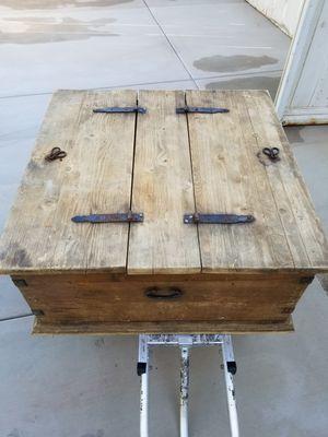 Antique wood coffee/center table for Sale in San Bernardino, CA