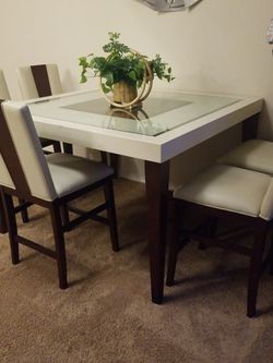 Dining room table and 5 Counter Height Stools. for Sale in Silverado,  CA
