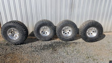Wheels and tires 35s and 15 inch rims for Sale in Reedley,  CA