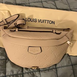Louis Vuitton Fanny Pack for Sale in Los Angeles, CA