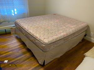 King sized bed for Sale in Wilson, NC