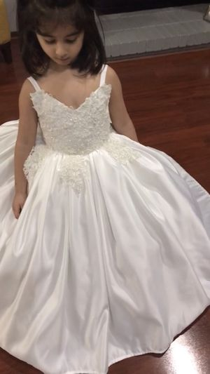 Flower girl dress size 3 _5 years for Sale in Sterling Heights, MI