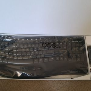 Microsoft Wireless Comfort 5050 Keyboard Mouse Combo (PP400001) for Sale in Woodbridge, VA