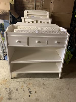 Kendall changing table with pad... for Sale in River Grove, IL