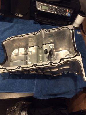 1996-2007 Chevrolet Express/GMC Savana Engine Oil Pan P/N: 12555653 for Sale in Los Angeles, CA