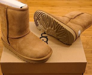 Classic Short UGG Boots Size 12t Toddlers. for Sale in Lynwood,  CA