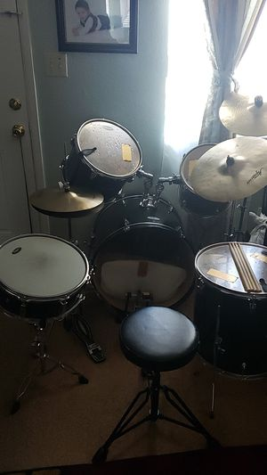 Starcaster drum set for Sale in Bakersfield, CA