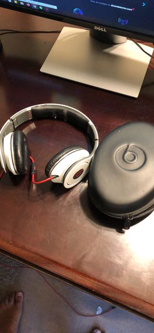 Beats Studio with pouch and wire for Sale in Visalia, CA