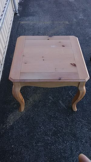 Nice end table for Sale in Las Vegas, NV
