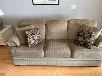 Lazyboy Queen Sleeper Sofa for Sale in Harrison charter Township,  MI