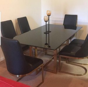 Dining table with 6 chair for Sale in Miami Gardens, FL