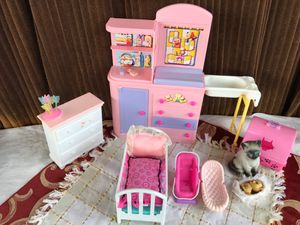 Mini changing table nursery toys for Sale in BVL, FL